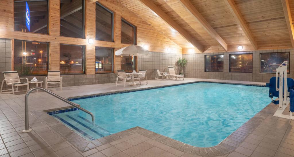 Baymont By Wyndam Hotel Pool
