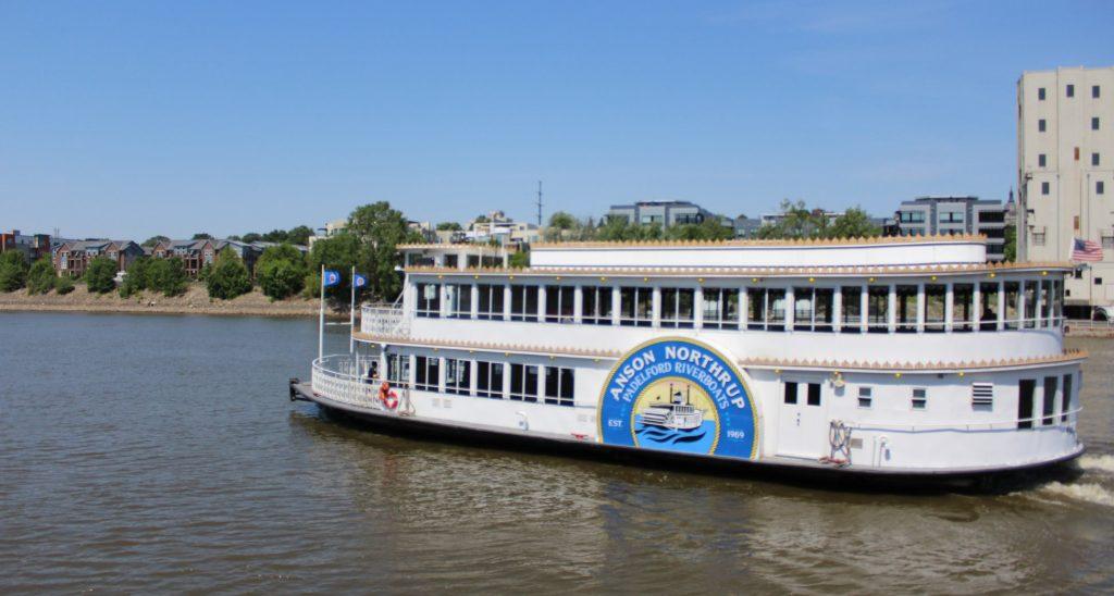 Padelford-Riverboat-Visit-Lakeville