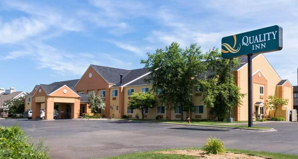 Quality Inn Hotel Exterior